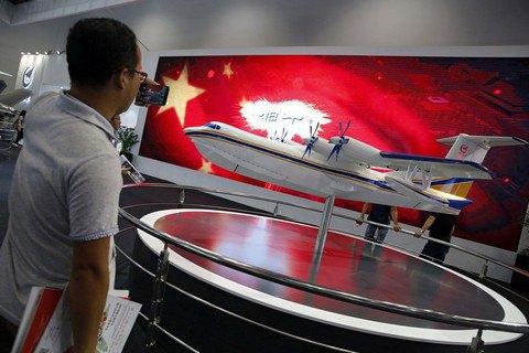 Крупнейший в мире самолет-амфибия совершил первый полет (обновлено)
