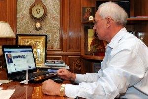 Азаров закликає писати йому про корупцію у Facebook
