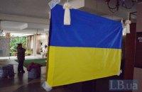 В Краматорске три выпивших юнца сожгли шесть флагов Украины