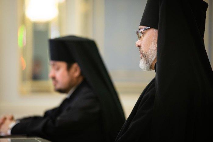 Архиепископ Даниил Памфилийский (справа) и епископ Эдмонтонский Илларион