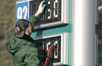 Нефтетрейдеры пообещали Яценюку снизить цены на бензин