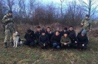 Житель Закарпаття намагався перевести через держкордон 12 в'єтнамців, маскуючи їх під диких тварин