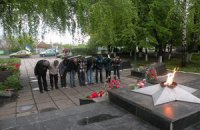 «Ніхто не забутий, ніщо не забуте!» - автомайданівці Зміївщини запалили свічку пам'яті