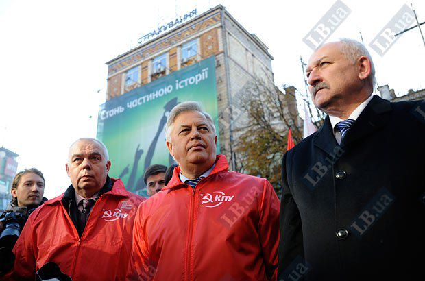 Коммунисты и вовсе замахнулись на государственные символы Украины - Симоненко, в частности, не устраивает герб государства
