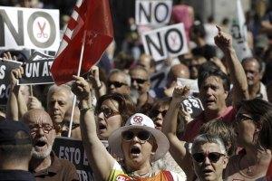 Испанские законодатели идут на уступки народу