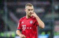 """Футболку, яку гравець """"Баварії"""" кинув підліткові, відібрав нахабний фан"""