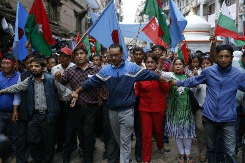 Жители Непала заблокировали границу с Индией