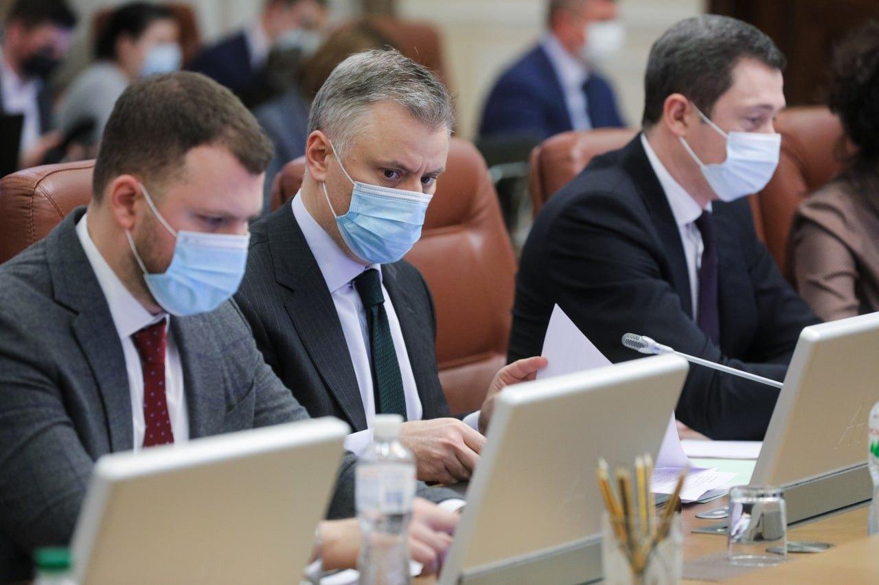 Врио министра энергетики Юрий Витренко ( в центре) на заседании Кабмина 3 марта 2021