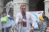 Мера Львова облили водою під час святкування Обливаного понеділка