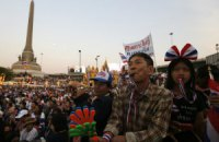 Власти Таиланда запретили собираться группам более пяти человек