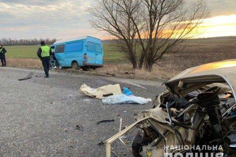 В Быховском районе россиянин на Toyota выехал на встречку и врезался в микроавтобус: 8 человек в больнице