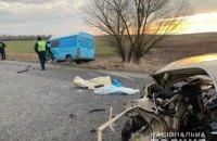 В Днепропетровской области столкнулись ВАЗ, грузовик и микроавтобус, один человек погиб