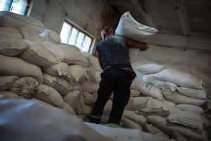 На Донбасс отправили 1,6 тыс. тонн продуктов, - Кабмин