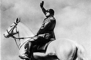 Итальянцы открыли мемориальную доску Муссолини
