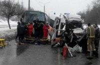 В Харькове скорая выехала на встречку и столкнулась с автобусом (обновлено)
