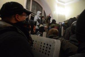 Під час розгрому райвідділень у Львові зникло більш ніж 900 одиниць зброї
