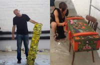 Художники розписали ящики від снарядів для допомоги Мар'їнці