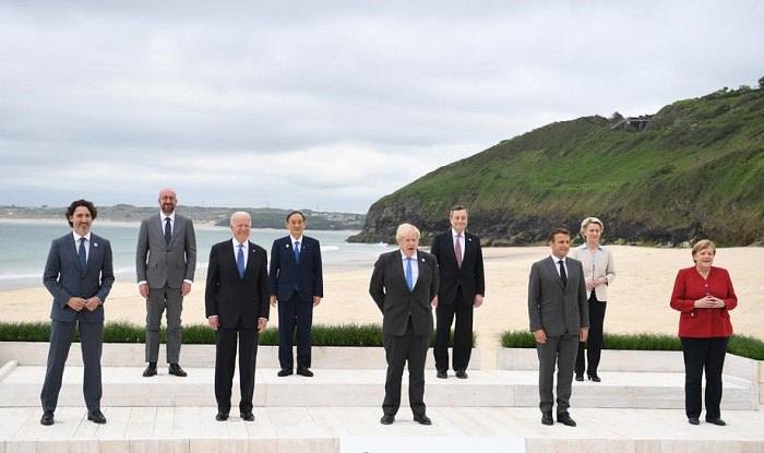 Лидеры G7 во время саммита в Карбис-Бэй (Великобритания)