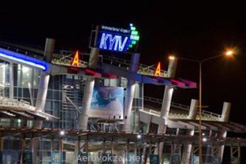 """В аэропорту """"Киев"""" начали разбирать самолет, попавший в аварию"""