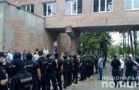 У Харкові на мітингу під медзакладом проти прийому хворих на коронавірус постраждали двоє поліцейських