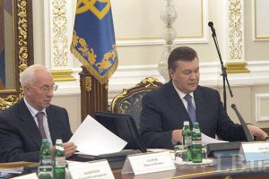 Янукович звільнив Азарова