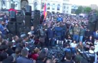 В Ереване тысячи протестующих вышли на улицы после назначения Саргсяна премьером