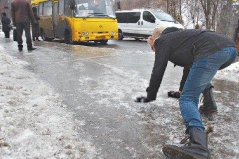 """На дорогах Київщини сьогодні """"жовтий"""" рівень небезпеки через ожеледицю"""