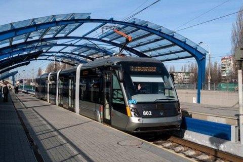 У Києві восени обіцяють відкрити п'ять оновлених станцій швидкісного трамвая