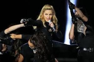 На Мадонну подають у суд французькі націоналісти