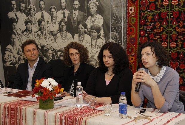 Олеся Островская-Лютая в Музее Гончара на тренинге для украинских музейщиков в 2013 г.
