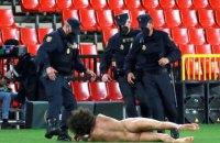 """В матче Лиги Европы """"Гранада"""" - """"Манчестер Юнайтед"""" случился казус: голый мужчина выбежал на поле"""