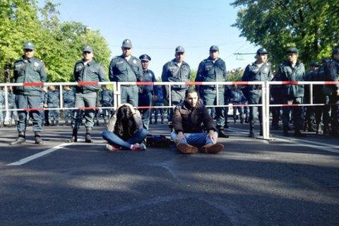 Оппозиция заблокировала дороги в Ереване