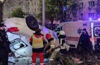 В Киеве пьяный водитель Infiniti влетел в электроопору, погибла 18-летняя пассажирка (обновлено)