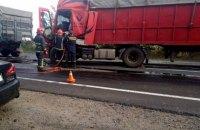 На трасі на Миколаївщині зіткнулися п'ять вантажівок та два легковики