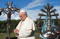 Епископаты разных стран поддержали Папу Франциска после обвинений в сокрытии педофилии