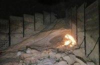 В Мариуполе двое детей погибли под завалами песка, играя в заброшенном ангаре