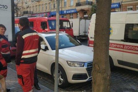 """Неизвестные """"заминировали"""" Хозсуд Киева в день дебатов по делу Приватбанка"""