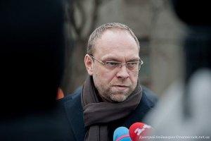 Власенко: к Тимошенко хотят подселить убийцу
