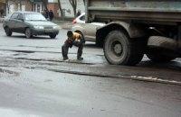 Севастопольские дороги засыпают щебенкой: властям нравится