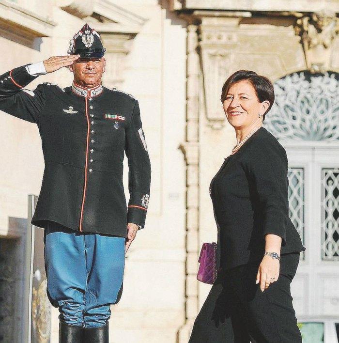 Министр обороны Италии Элизабетта Трента
