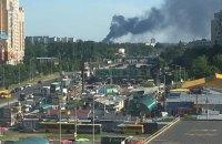 Под Киевом загорелся склад с вторсырьем