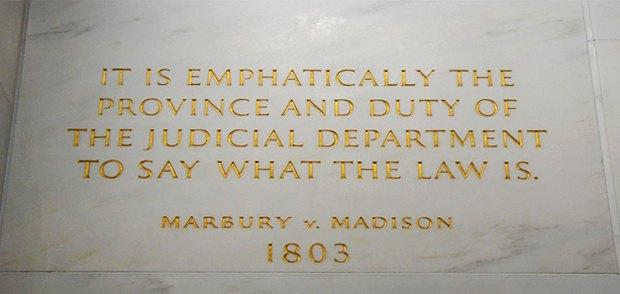 «Тлумачення закону - це прерогатива і обов'язок судової влади» - слова Джона Маршалла, що визначили суть судового нагляду, на стіні Верховного суду США