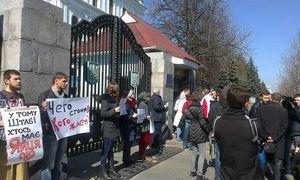 У Києві пікетують будинок Міністерства оборони