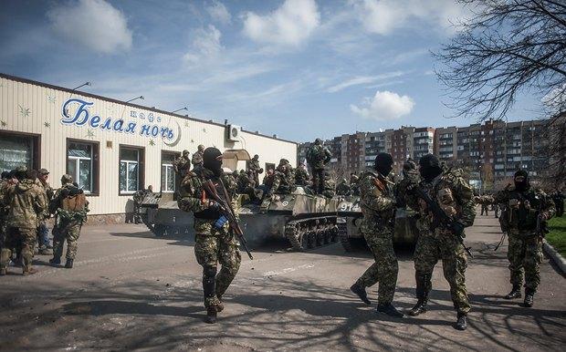 Украинская техника в Славянске под присмотром тех самых «спецов»
