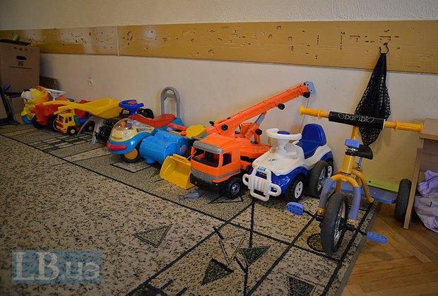 Игрушки и книги для детской комнаты предоставили волонтеры и сотрудники посольства Германии