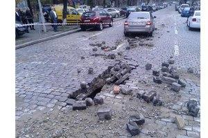 В центре Киева из-за прорыва трубы перекрыли улицы и отключили отопление