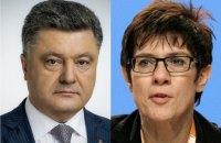 Порошенко провел разговор с преемницей Меркель на посту главы ХДС