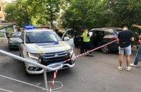 У Києві троє в масках зі стріляниною вихопили з машини сумку з 1,1 млн гривень