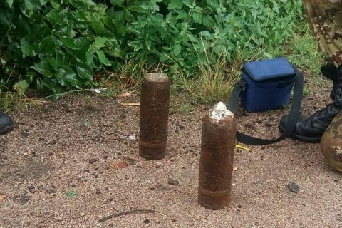 На коліях вокзалу в Житомирі знайшли два артилерійські снаряди