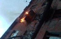 Мина боевиков попала в 4-этажный жилой дом в Золотом-4